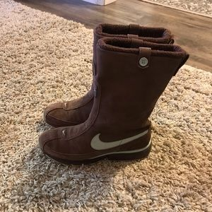 Womens NIKE AIR Boots athletic brown blue Size 9